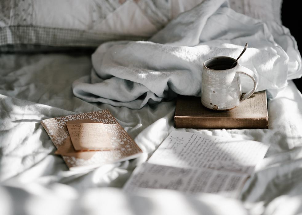 Kahvit lasiterassilla