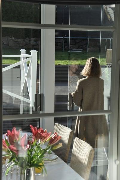 Lumon-lasitettu-terassi-oven-avaaminen
