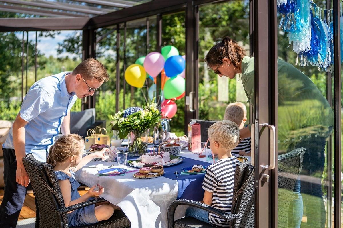 Lastenjuhlat terassilla