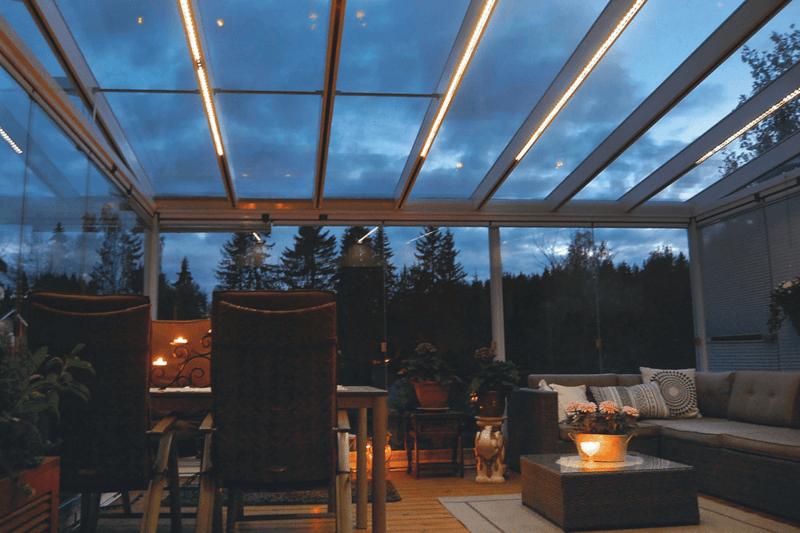 LED-terassivalot luovat tunnelmaa syysterassille