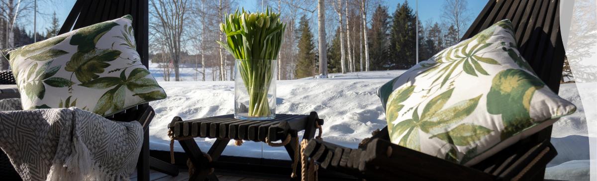 Terassisiustus kevättalvella