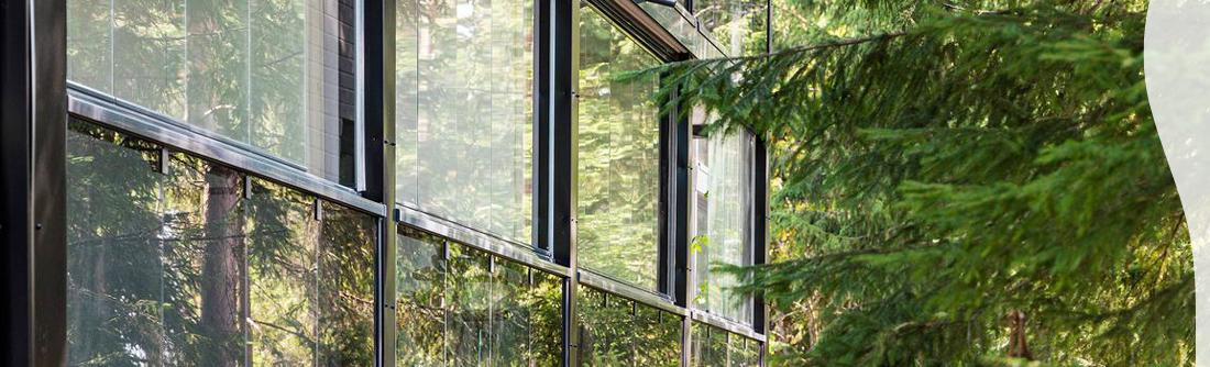 Ympäristöystävällinen lasiterassi